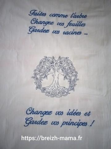 Motif broderie Arbre de vis et citation