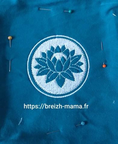 Motif broderie fleur de lotus