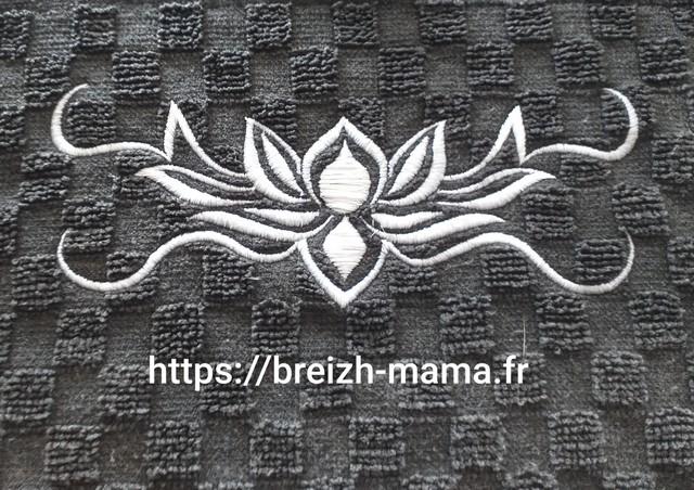 Motif broderie fleur de lotus 2
