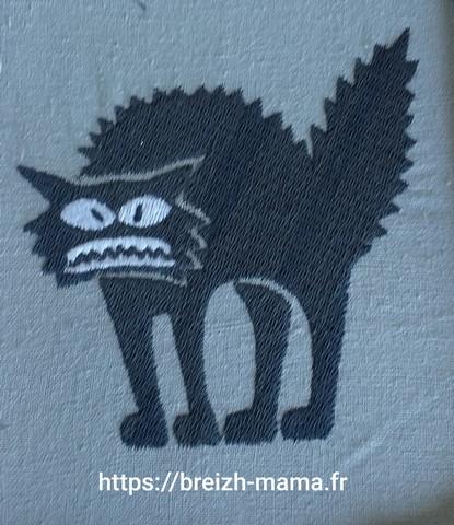 Motif broderie chat ébourrifé