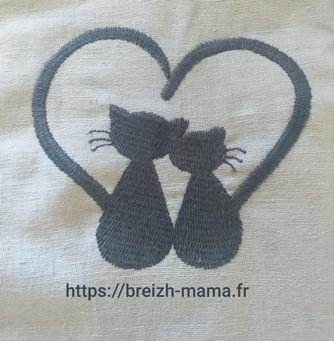 Motif broderie chaton coeur