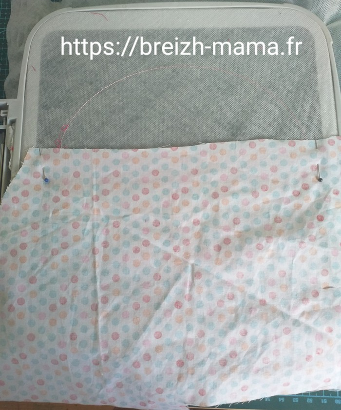 12 - Placer le tissu de doublure de partie haute vers le bas endroit contre endroit sous le cadre