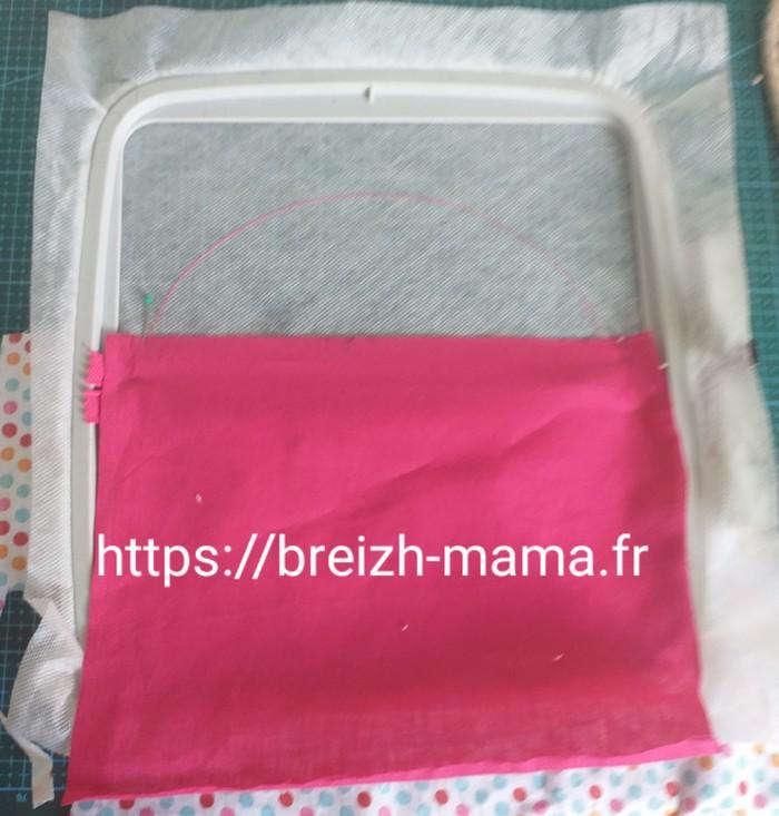 13 - Placer le tissu extérieur de partie haute vers le bas endroit contre endroit sur le cadre
