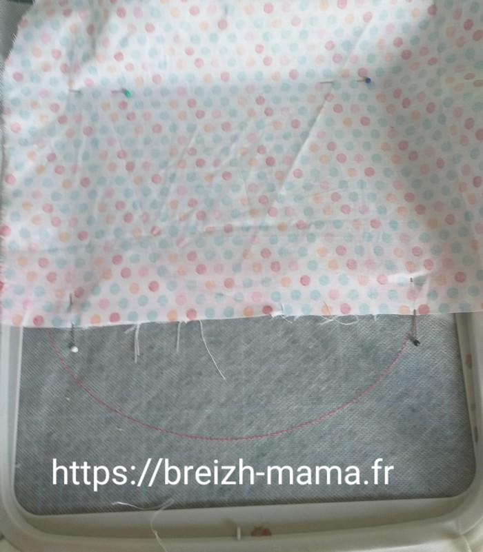 5 - Placer le tissu extérieur de partie basse vers le haut endroit contre endroit