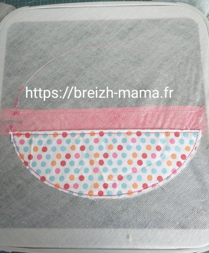 9 - Broder la séquence de fixation et couper les excédents de tissu